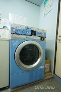 コインランドリーにある大型のドラム式洗濯機 10キロまで