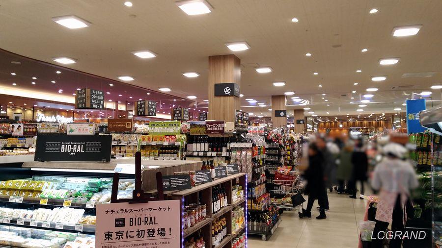 プレオープン日に賑わうライフ桜新町店の店内の様子