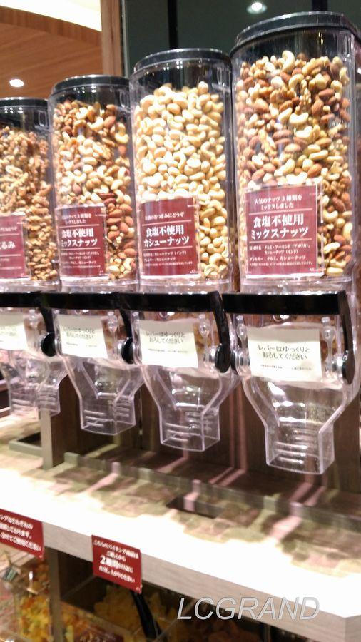 ライフ桜新町店にあるナッツも取り放題のドライフルーツバイキング