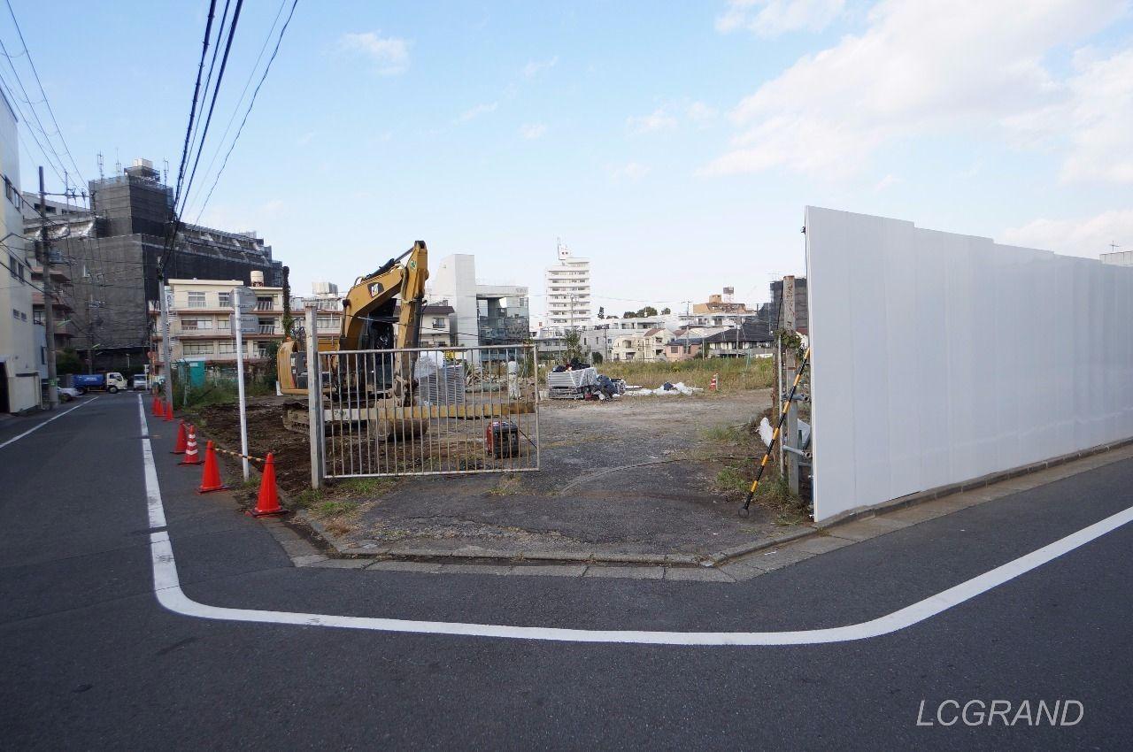 資材や機材が入る入口らしきゲート