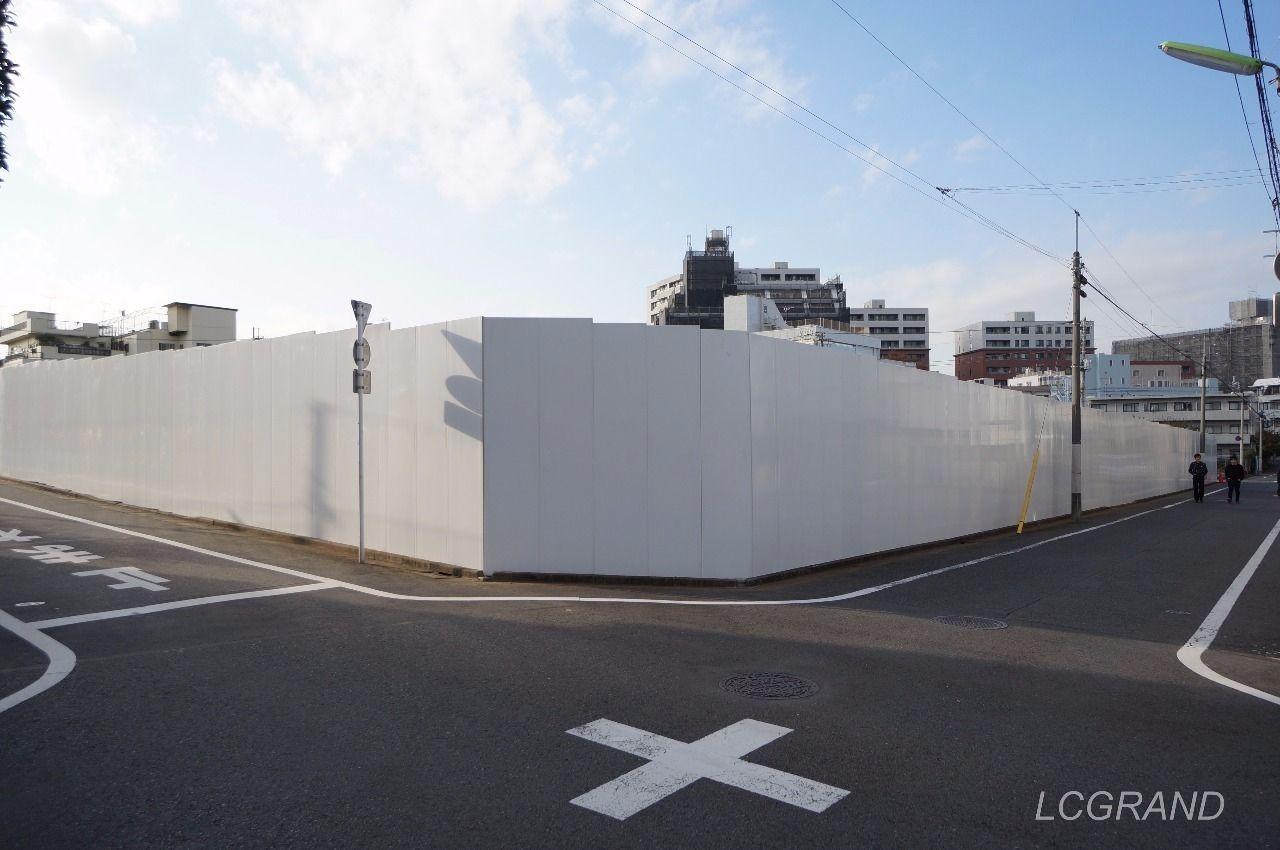 パネルで覆われたライフ桜新町店の建築現場