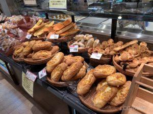 ライフ桜新町店の小麦の郷に他にもたくさんの美味しそうなパンがたくさんあります。