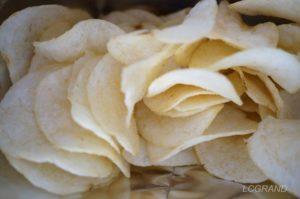 パッケージの袋に入っているポテトチップスはまるで可憐な花が咲いているようです