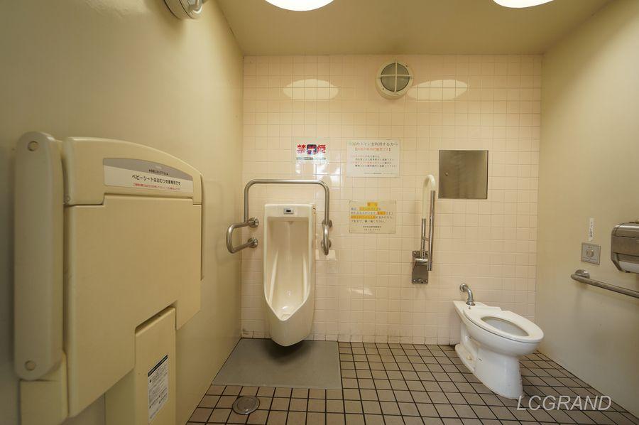 ベビーシートも備えてある弦巻どんぐり山公園にあるトイレの中