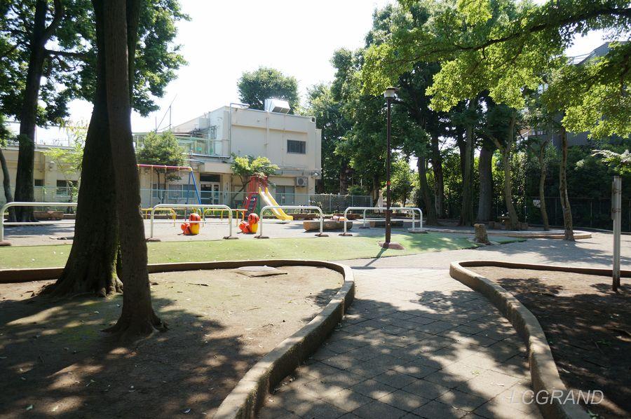 すべり台とブランコがある公園らしい公園