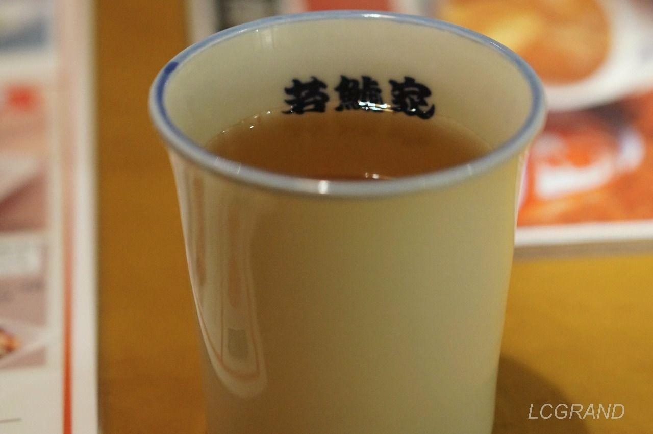 若鯱家のサービスの冷たいお茶