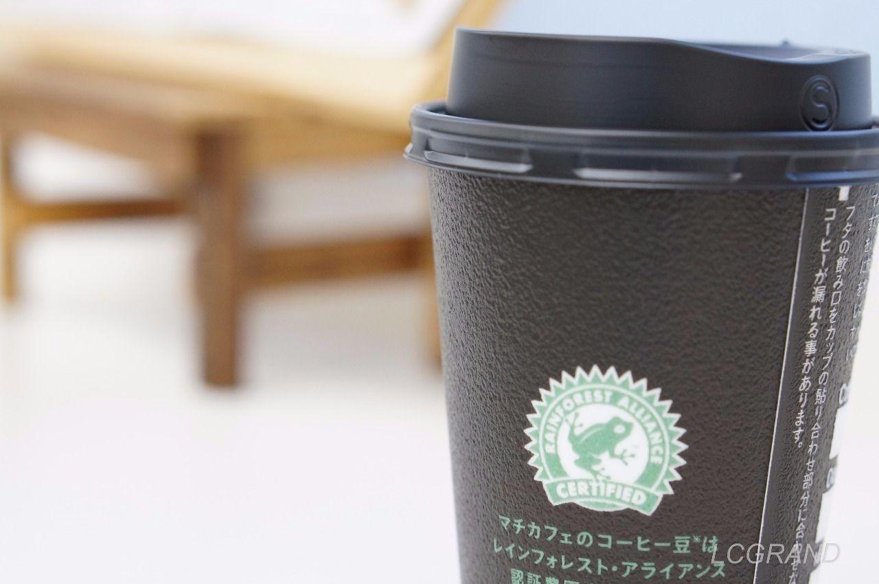 ローソンのマチカフェで買ったホットコーヒー イートインにて。