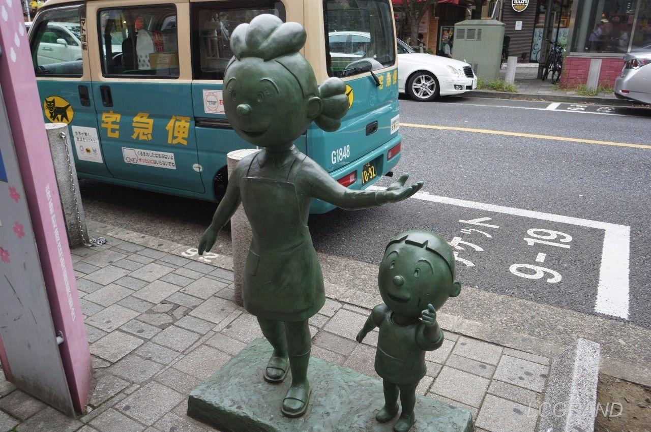 桜新町駅の南口出口にある可愛らしいサザエさんとタラちゃんの銅像