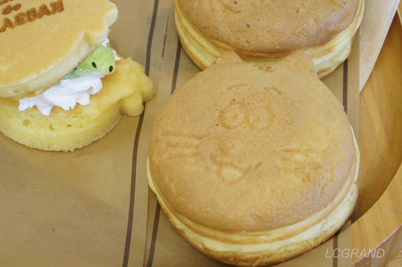 注文したフードメニューの3品 サザエさんパンケーキと波平の小倉あんとタマのカスタード