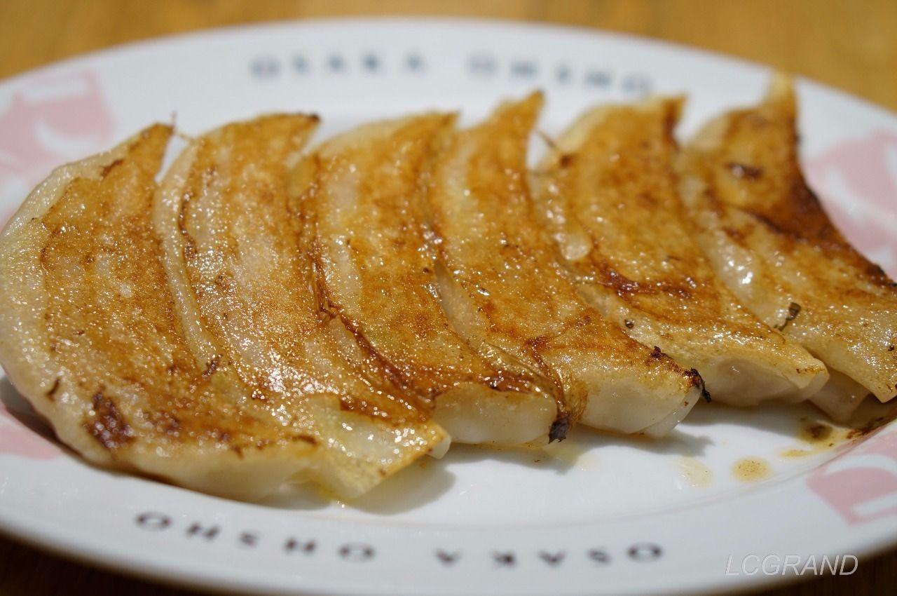 大阪王将の定番メニュー餃子 カリッとした皮が絶妙な焼き加減の美味しい餃子