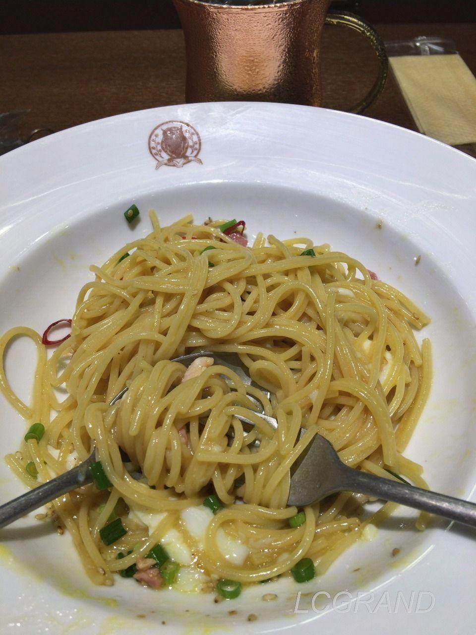卵とよく混ぜたイベリコベーコンの醤油バタースパゲッティ