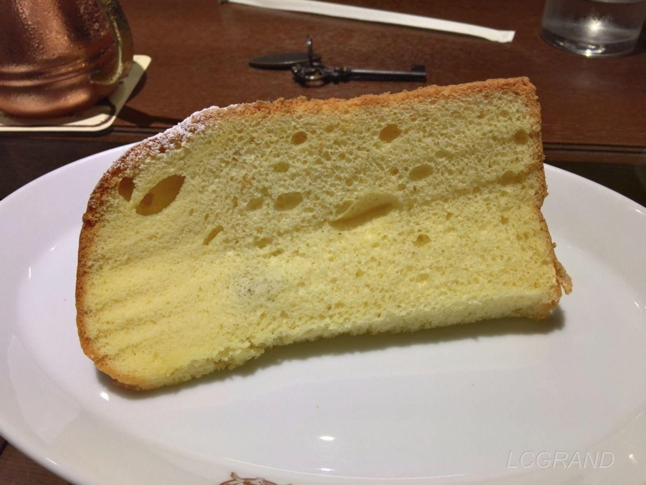 シフォンケーキのブックシフォンの裏側のスポンジケーキ