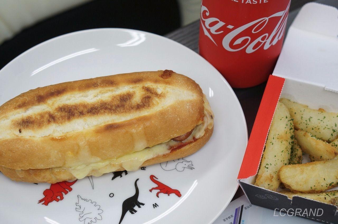 ピザサンドとコーラとポテトのセット