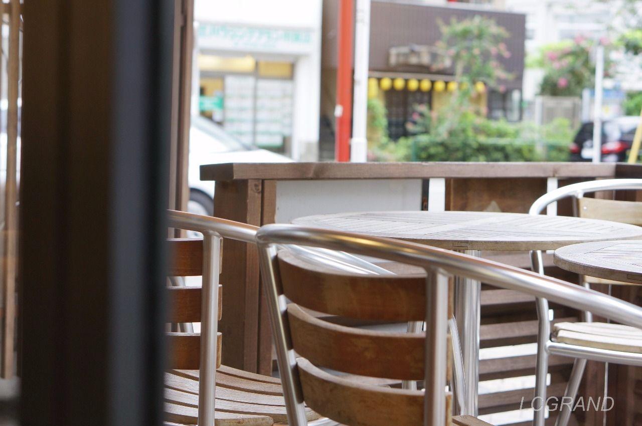 フレッシュネスバーガー用賀店のテラス席