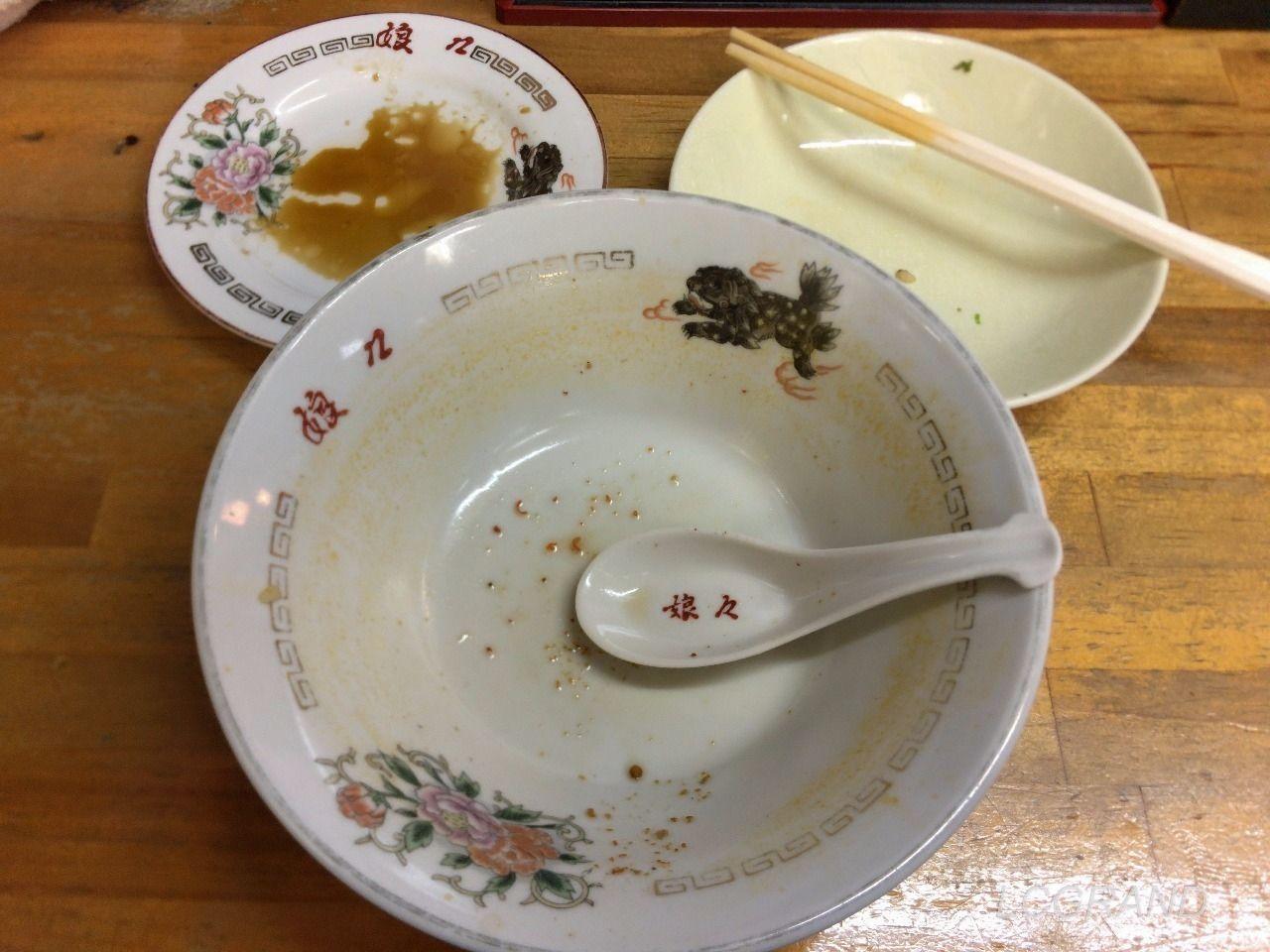 スタミナラーメンのスープ全部を完食しました。もちろん半チャーハンと餃子3コも完食