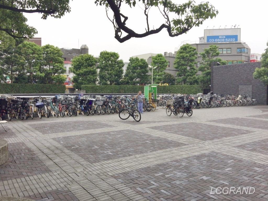 用賀駅からスグにある大きな敷地のビジネススクエア駐輪場