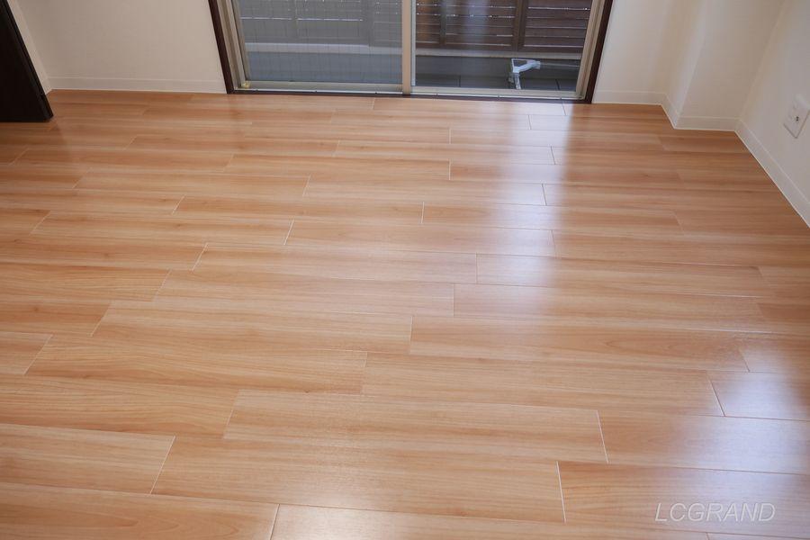 フロアタイルを使った居室の床部分