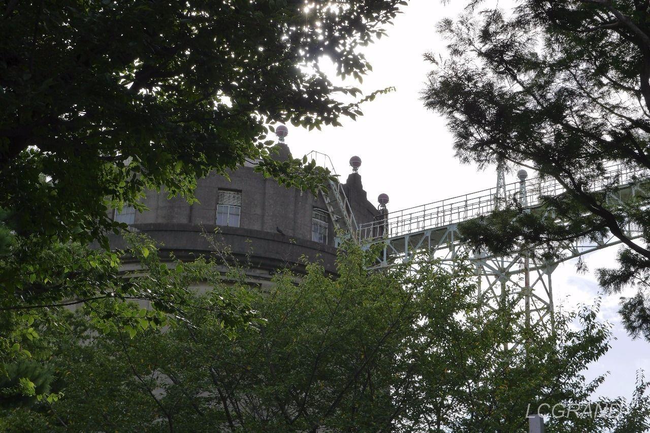 別の角度から撮った駒沢給水塔